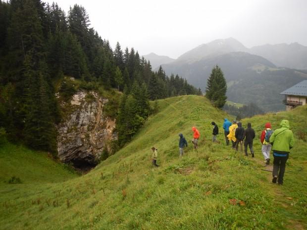 Vers une grotte dans les gypses sous la houlette de Fabien Hobléa