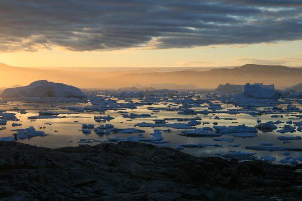 groenland_couchant_icebergs
